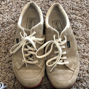 Simple sneaker good condition size 8